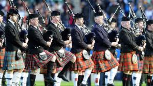 11-pipers-piping