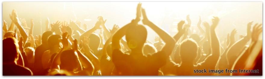 congregation-hands-raised
