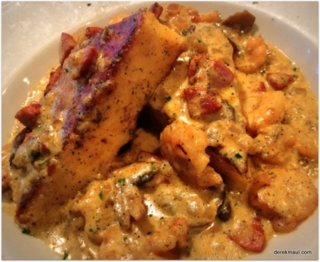 shrimp and grits (Shuckers)