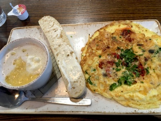 omelet and grits at First Watch