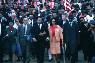 Martin-Luther-King-Jr-Arm-arm-wife-March-1965